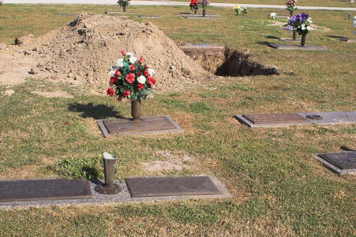 這就是為什麼在人死掉都會埋到地底下。沒想到背後緣由就是因為這段黑暗的歷史!