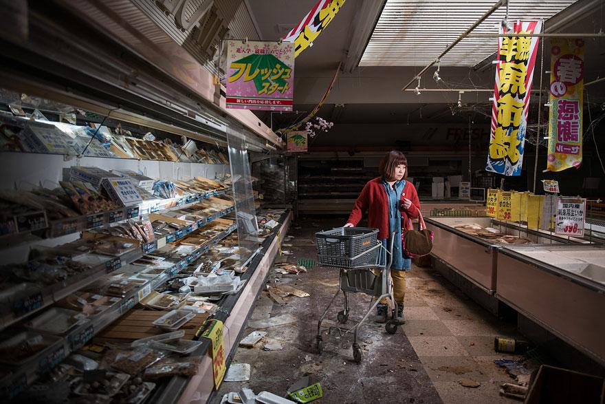 after-fukushima-invisible-contamination-ghost-town-carlos-ayesta-1