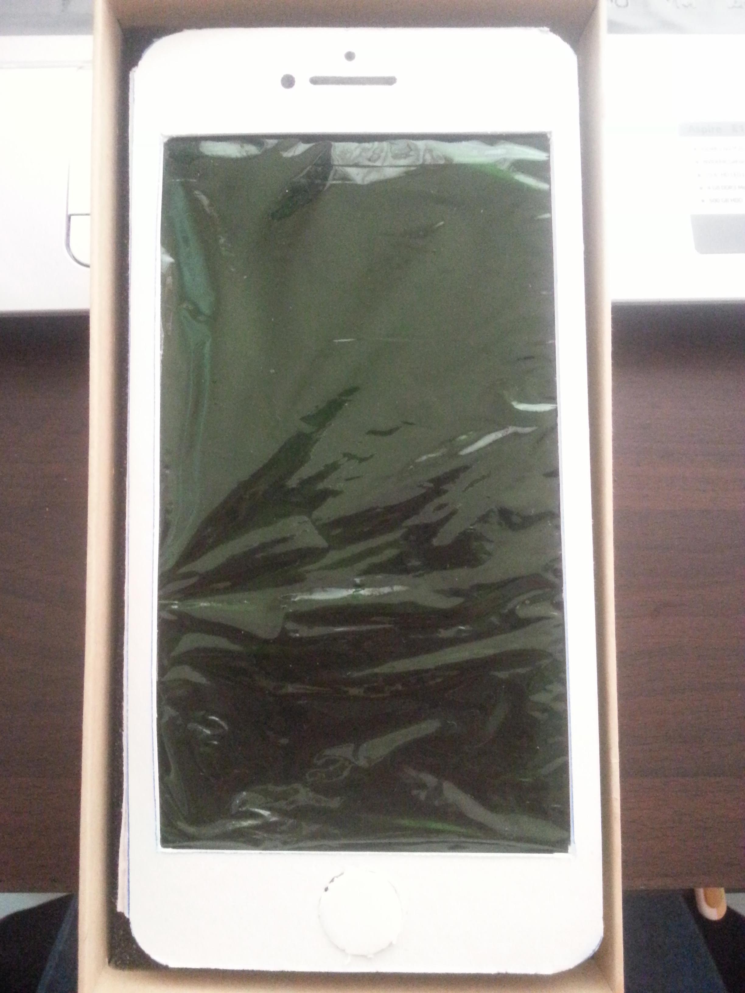 她收到男友送的「iPhone 11」時還很困惑,但打開後的畫面已經閃到我看不到了!