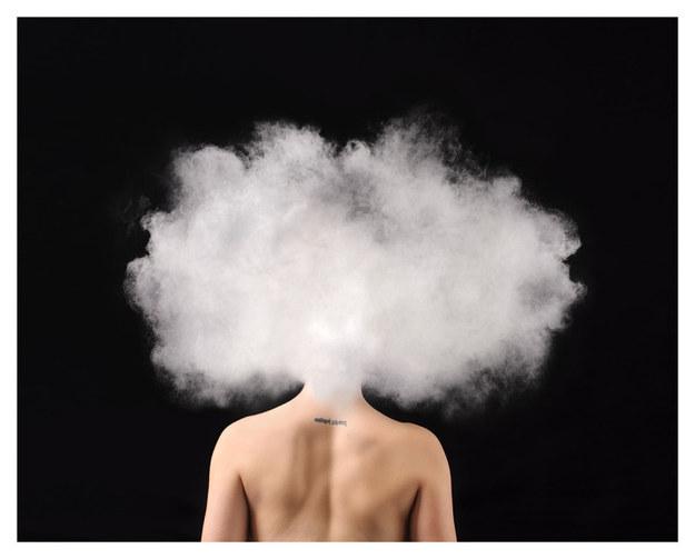 美女攝影師拍出「焦慮症真實感受」光看都覺得會窒息!