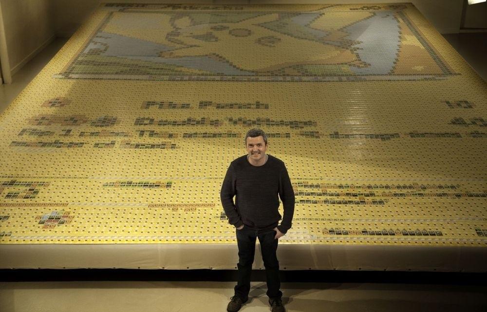 皮卡丘後面的圖看起來像是電腦動畫,但當一個男子站在它前面時...太屌了!