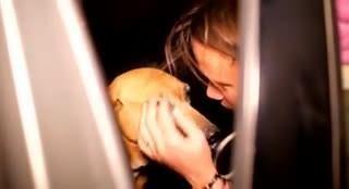 這個女生在收容所決定不了要帶哪隻流浪狗回家,結果她之後的「超驚人決定」已經讓網友都起身鼓掌了!