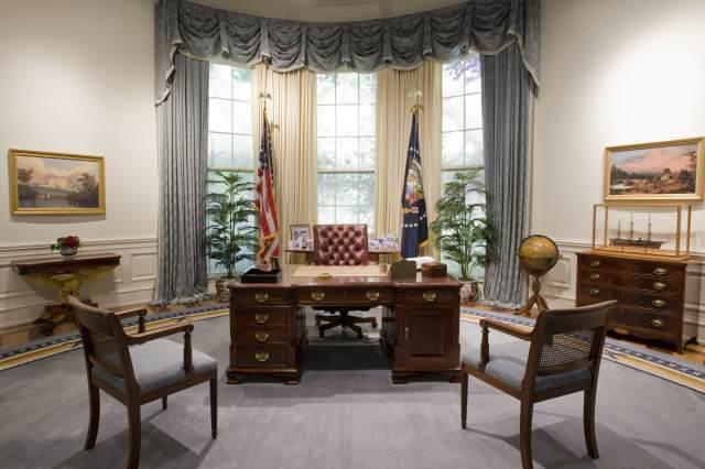 Bush_Library_Oval_Office_Replica-640x426