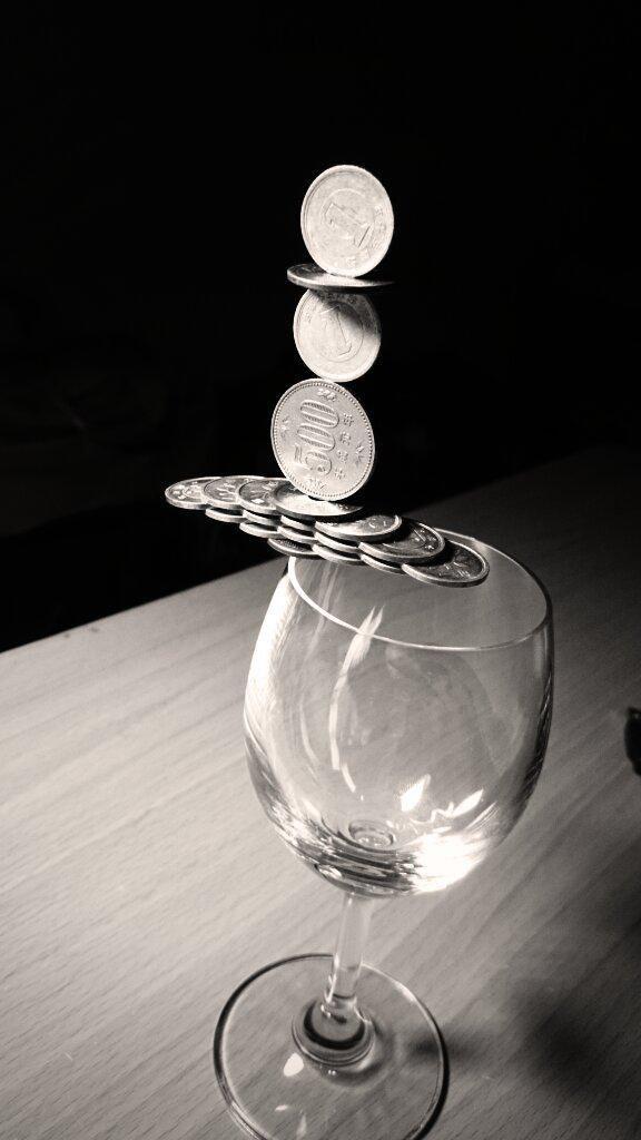 他謙虛說自己「沒什麼長處只會疊硬幣」,但網友一看到神人級作品就紛紛在螢幕前跪下了!