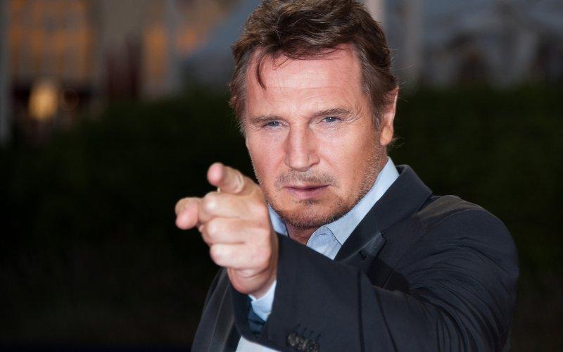 Liam_Neeson_pointing