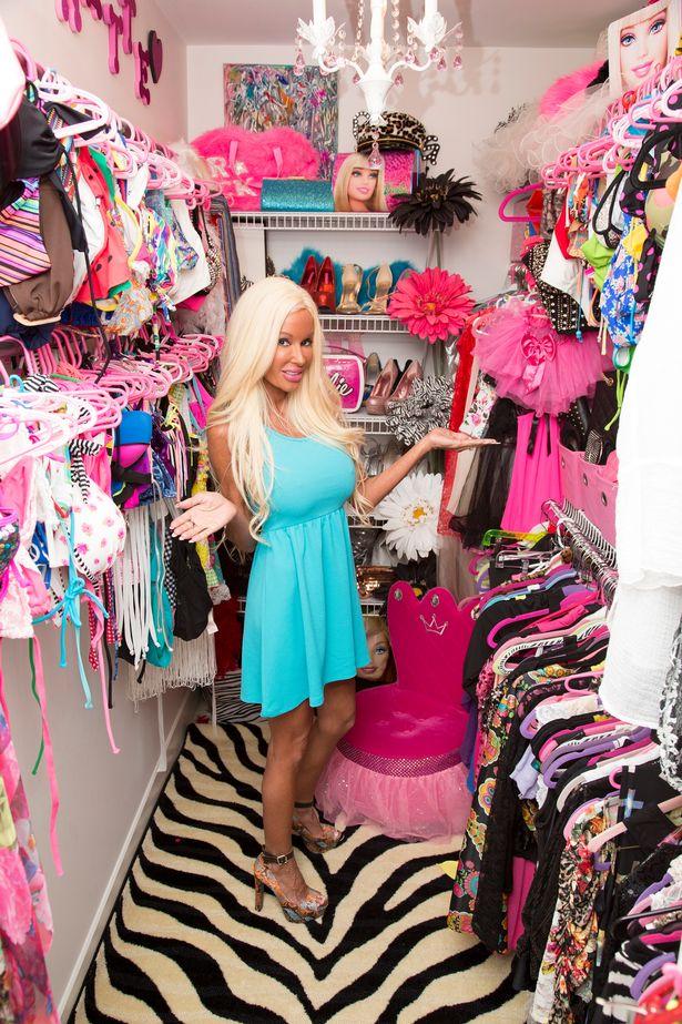 PAY-Nannette-Hammond-plastic-surgery-Barbie (3)