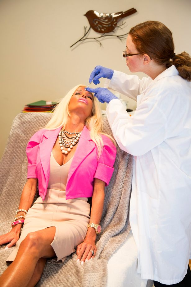 PAY-Nannette-Hammond-plastic-surgery-Barbie (6)