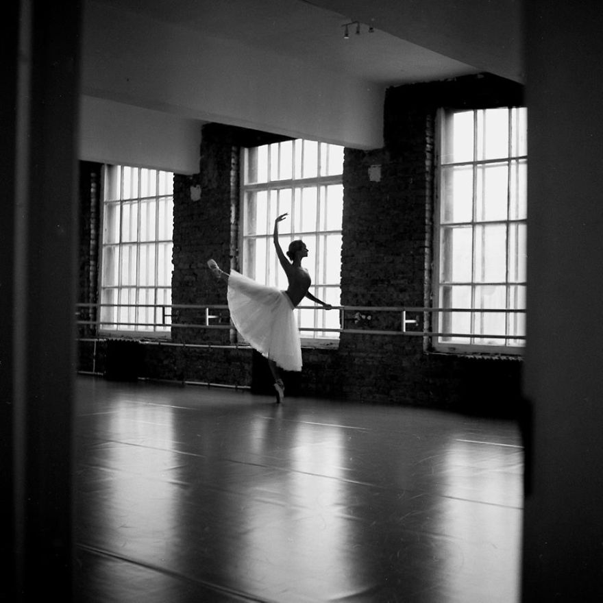 Russian-Ballet-photographer-Darian-Volkova-shares-behind-the-stage-life-of-dancers14__880