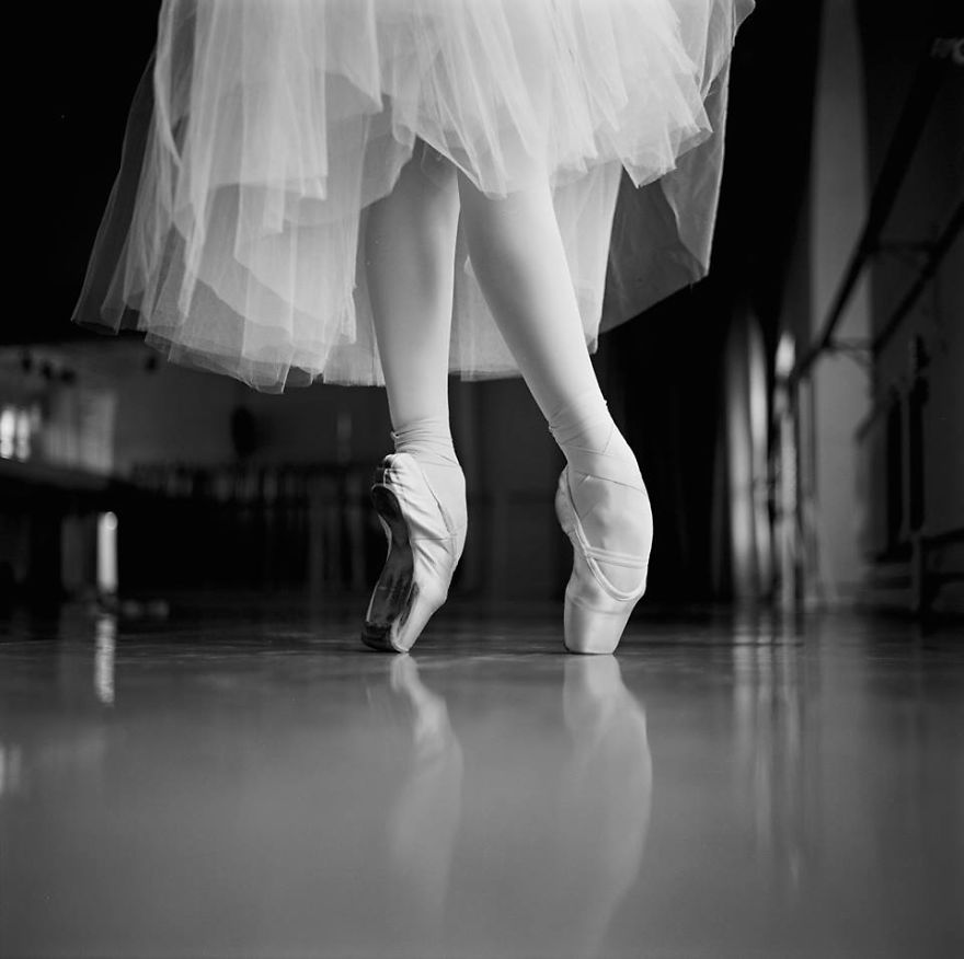 Russian-Ballet-photographer-Darian-Volkova-shares-behind-the-stage-life-of-dancers15__880