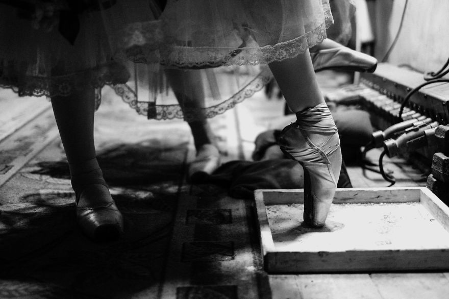 Russian-Ballet-photographer-Darian-Volkova-shares-behind-the-stage-life-of-dancers16__880