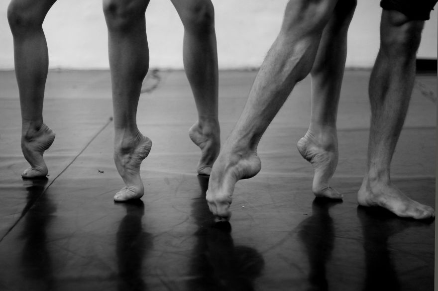 Russian-Ballet-photographer-Darian-Volkova-shares-behind-the-stage-life-of-dancers5__880