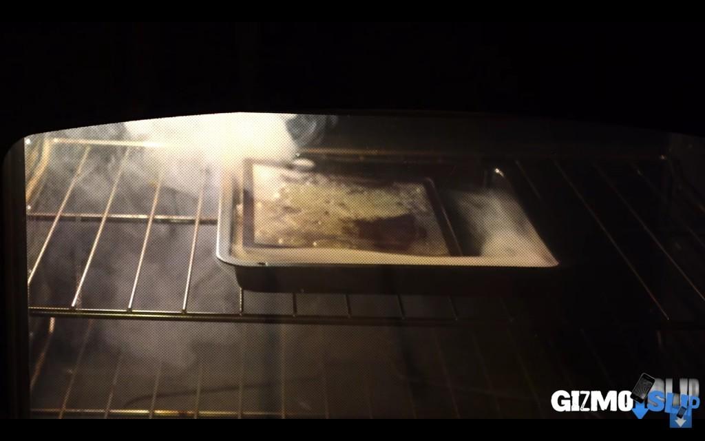 他把一台iPad 2放到了烤箱裡烤,看完後我才覺得Apple產品這麼貴是有道理的!