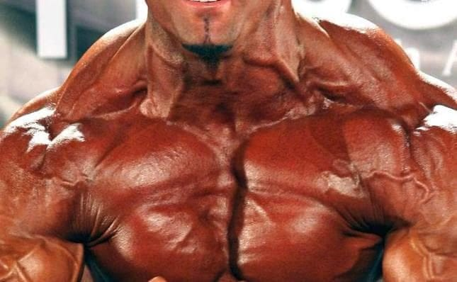 everyday-life-for-a-bodybuilder-with-huge-muscles-2