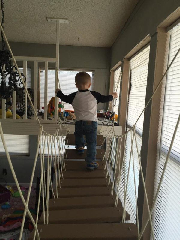 father-builds-kids-indoor-playhouse-diy-16
