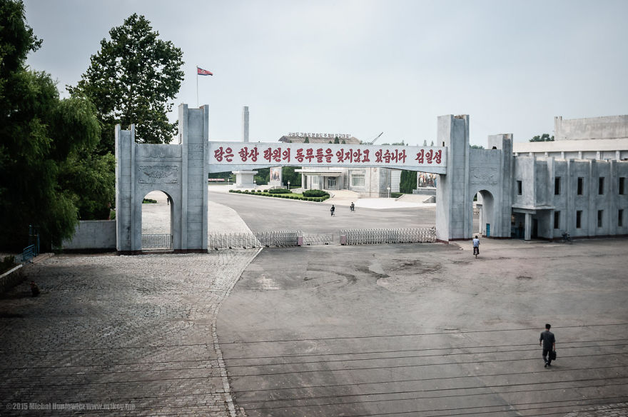 i-took-and-smuggled-these-out-of-north-korea-illegal-photos-kim-doesnt-want-you-to-see-7__880