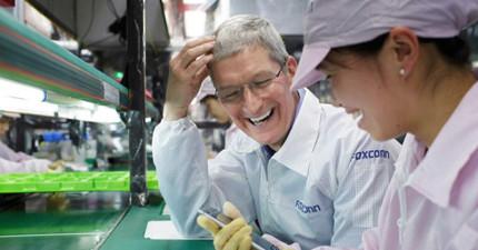 美國記者參觀蘋果工廠後首度揭秘iPhone造價,低的離譜的數字就是為什麼蘋果執行長庫克現在正在這張照片中笑你!