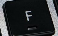 原來這就是為什麼鍵盤上的「F鍵」跟「J鍵」都有小小凸起來的原因,我還以為只是故意要讓它摸起來不是很平滑!