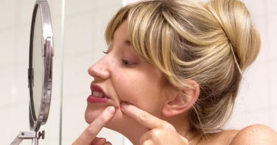 大多數人擠痘痘都擠錯了而且還錯失享受100%快感的機會。專家說一定要遵守這10個重要步驟!