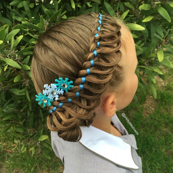媽媽自己上網學習每天替女兒編出「超越迪士尼公主等級」絕美髮型,轉過頭超可愛!(31種)