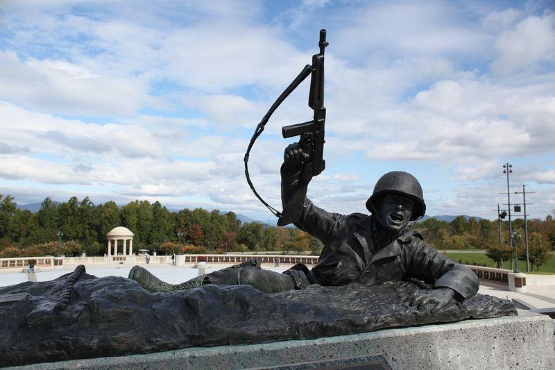 pointe-du-hoc-monument-2