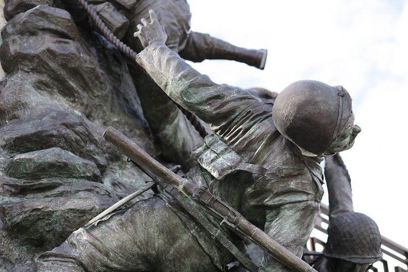 pointe-du-hoc-monument-4