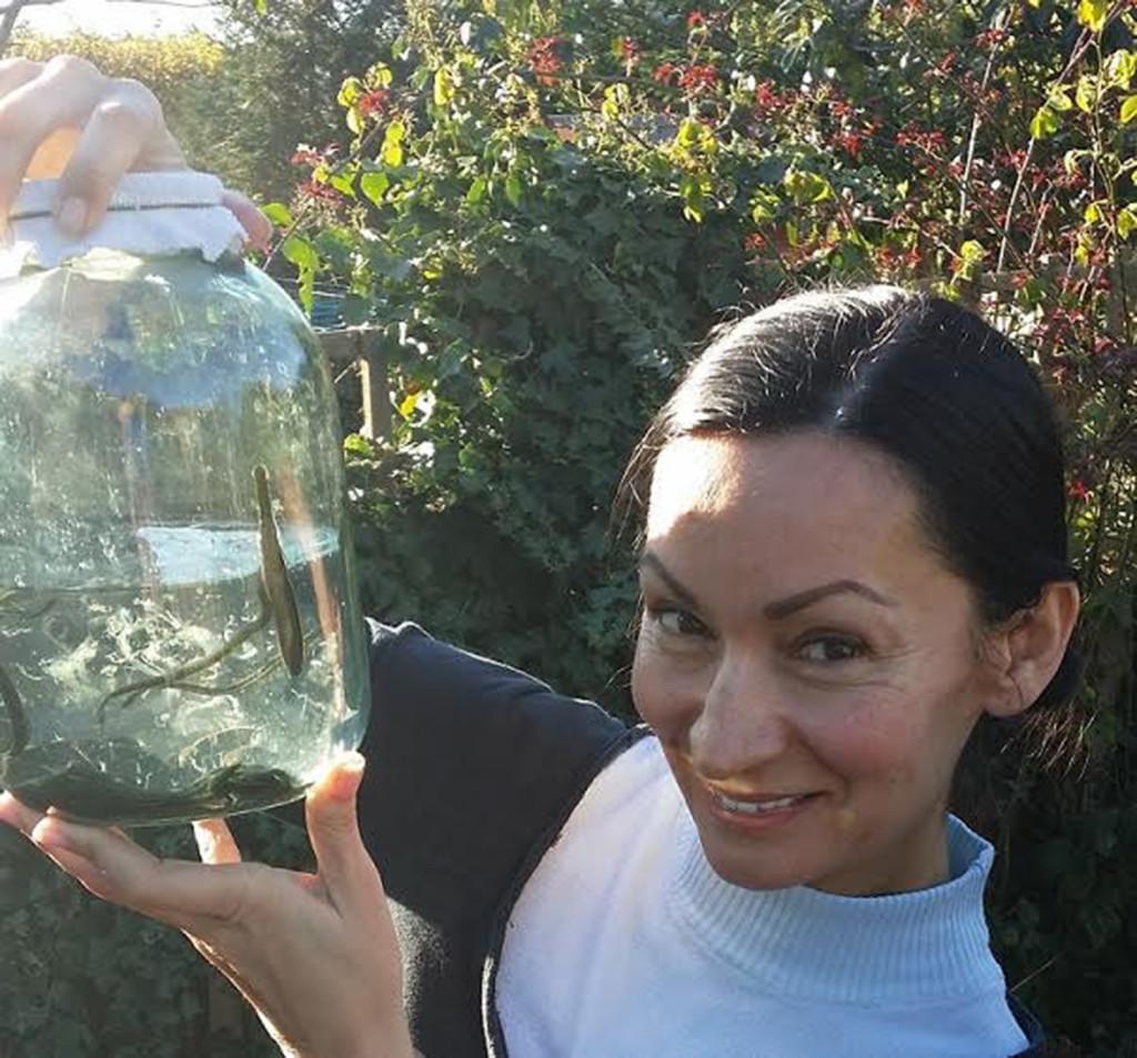 這名媽媽「用500隻水蛭放進陰道吸子宮頸」大家都嚇傻了,但接下來發生的超棒奇蹟讓我也想試試看了...