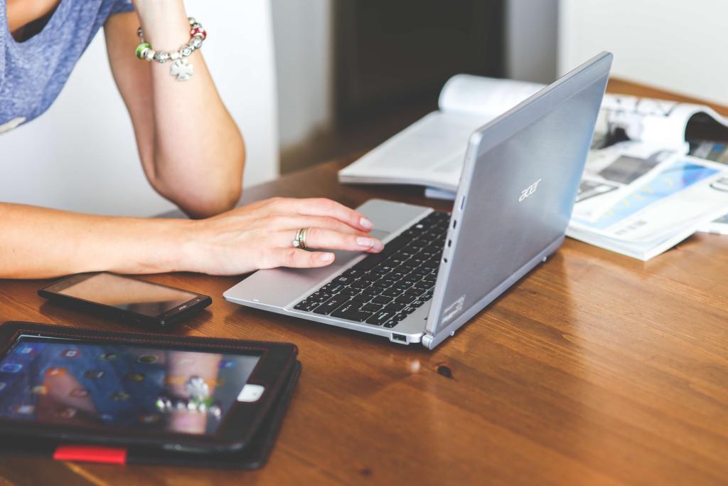 woman-hand-smartphone-laptop