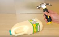 當他把這瓶神奇的牛奶瓶用這個鎚子,你的口水就會被超夢幻畫面給逼出來了!