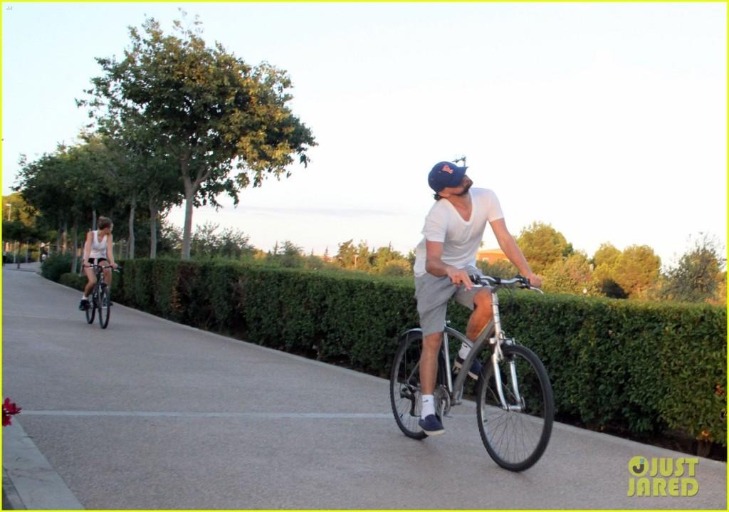 leonardo-dicaprio-toni-garrn-ride-bikes-together-in-spain-19