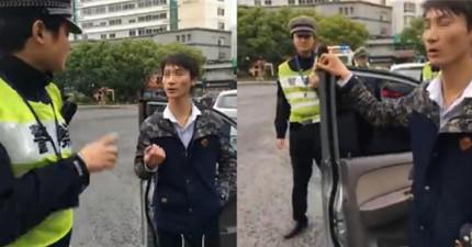 這兩名警員在無意之間抓到了一名外星人,他警告「為了地球的安危」最好不要拖他的車...(有影片)