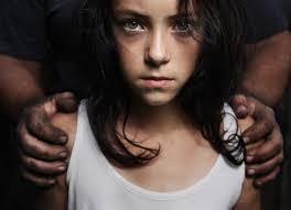 伊利亞·伍德向媒體揭開「好萊塢全都是戀童變態」!內幕讓人發現光鮮亮麗的外表底下是黑暗。