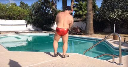 當這名這穿著紅色小褲褲的男子轉過身時,你就會整個嗨翻!
