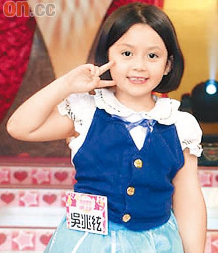 當年8歲出道的「大小姐」兆絃已經國三了,網友看到「混血女神美照」都被那雙大眼睛電暈了啊!