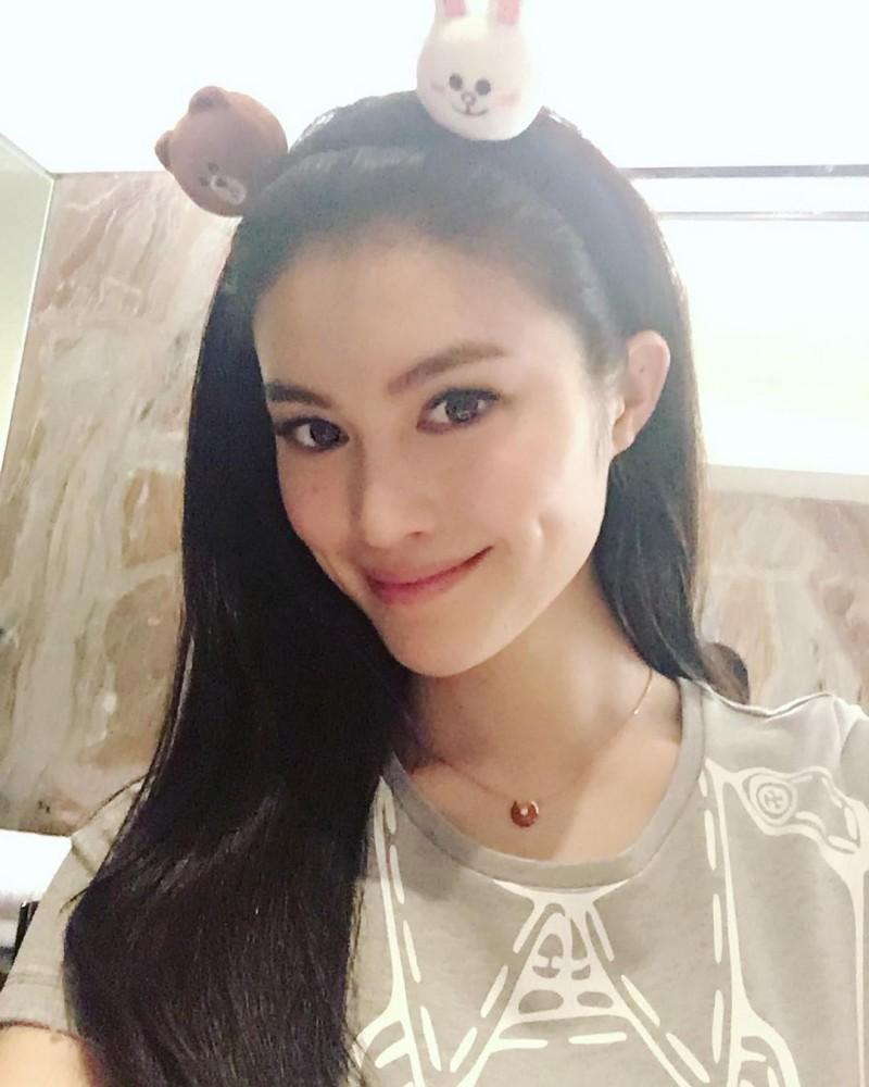 她是世界第二個維多莉亞秘密的亞洲模特兒。當「鏡頭一往下拉」我才知道什麼叫做亞洲最美女人!