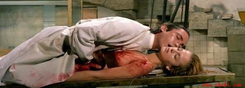 停屍間人員撞見這個人褲子脫一半正在與屍體瘋狂愛愛,男子淡定表示...