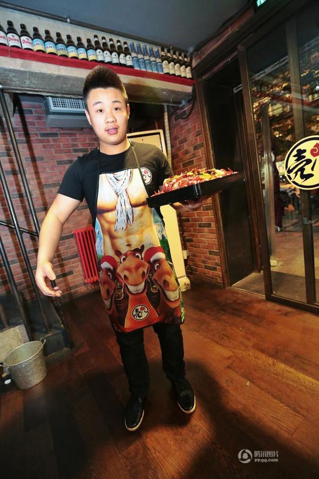中國首間「SM主題餐廳」開幕沒多久就因「太過解放的用餐環境」被公安威脅了!啤酒杯上的「秒射」遊戲...
