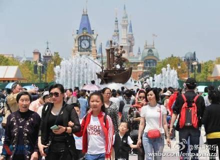 上海迪士尼下個月才開幕,但現在看到「夢幻遊樂園被搞成噁心垃圾場」已經讓很多粉絲都卻步了!
