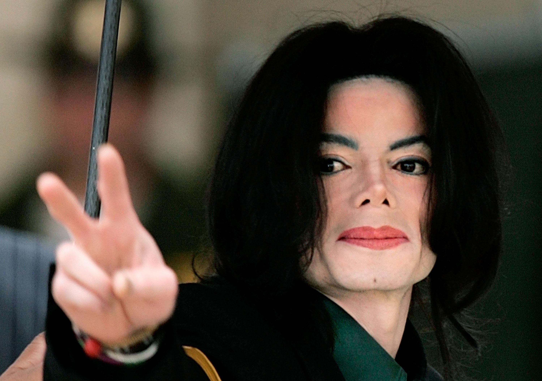 他們依照麥可傑克森小時候的臉,試著「模擬出長大後的樣子」,看到結果後...他是誰啊?
