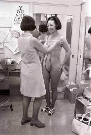 15個女孩們必須要知道的「妳在20歲、30歲、40歲的胸部變化」。原來「善待胸部的防下垂絕招」這麼簡單!