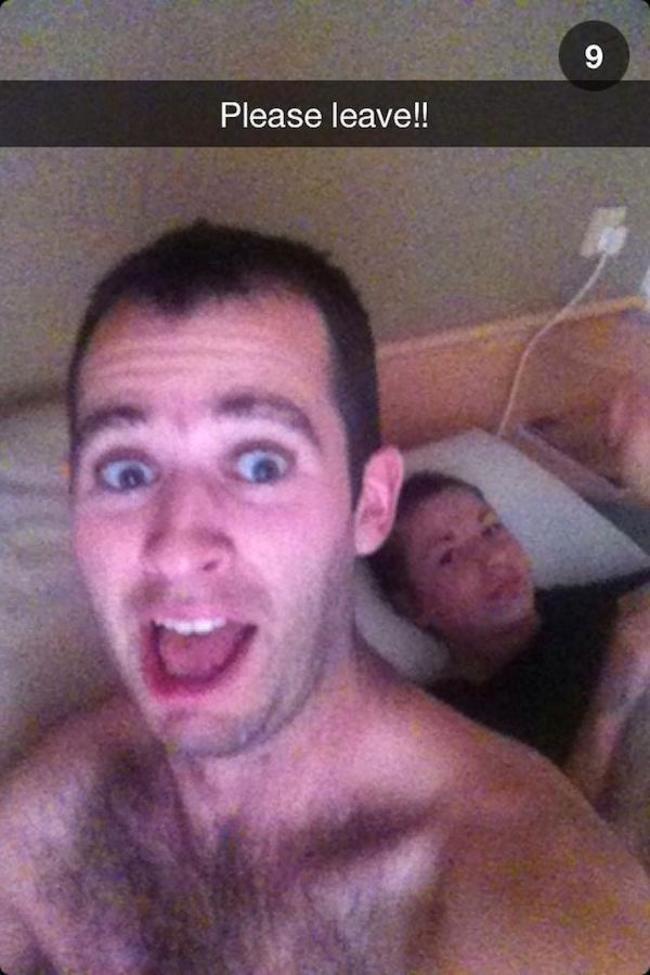 17個一夜情之後隔天的「悲慘早晨」照片。第14的可能已經想要投井了吧...