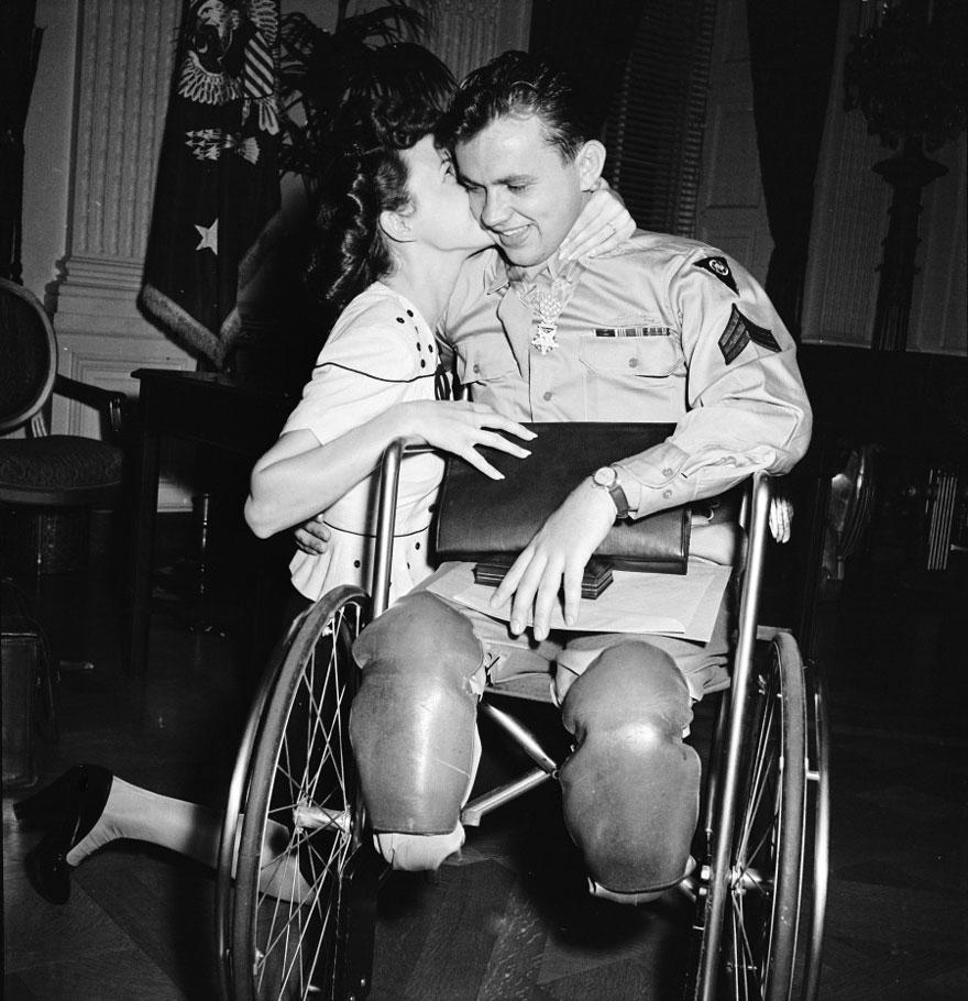 20張在戰爭時期的偉大愛情「離別跟再次見面」的感人照片,警惕著我們愛絕對不能等!