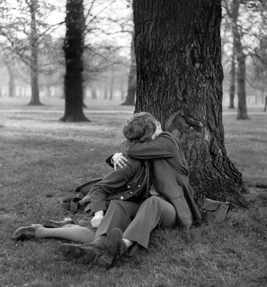 感人!看完這20張「戰爭時期與戀人道別」的感動照片,讓你更珍惜眼前的愛!