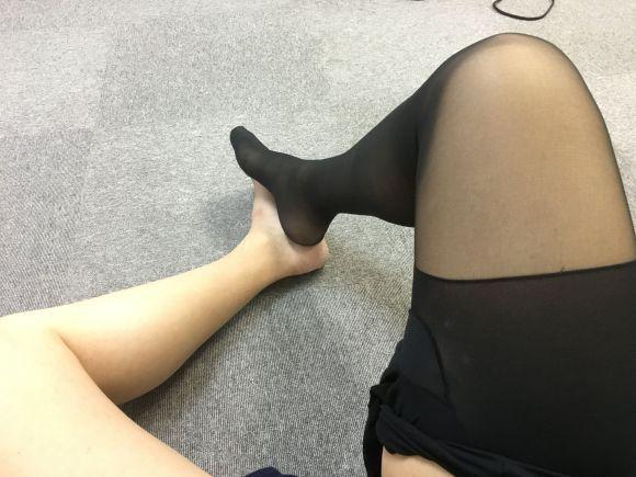 他穿著絲襪的女友每天晚上都很「猴急」,但只要「鏡頭一拉遠」你就會忍不住擦眼角的淚了!