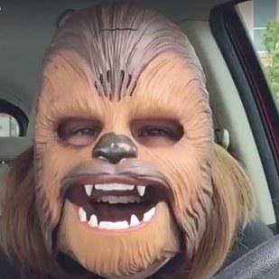 這支創下臉書上有史以來最多人看的「快樂丘巴卡」影片,已經讓上億網友笑到在地上打滾了!