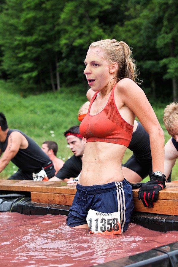 這個辣妹在寒冷的天氣中跑步,結果又讓網友的PS技巧進步了!