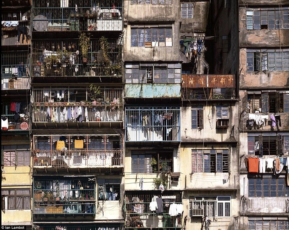 攝影師花5年記錄「警察都不敢踏入的九龍寨城」 背後故事讓人鼻酸...