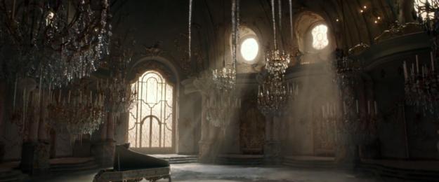 《美女與野獸》真人版前導預告剛剛終於釋出!光看到「根本霍格華茲」的城堡內部就讓人hold不住啦!