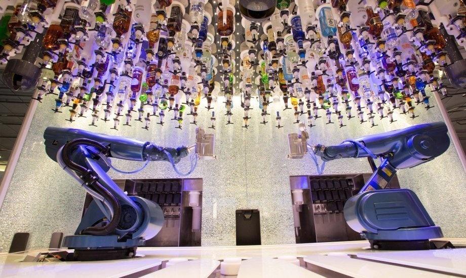 這就是「全球最大320億郵輪」終於公開的內部真面目,看到「未來科技酒保」時我覺得這就是真的人間天堂!