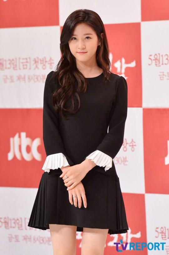 之前跟元斌演《大叔》的小女生已經長大了,16歲的她現在已經是美到不行的「墜入凡間的天使」!