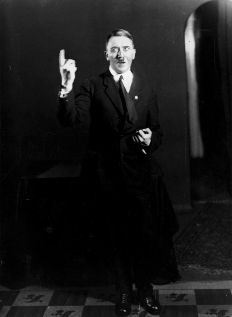Hitler_Heinrich_Hoffmann10